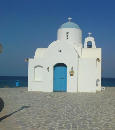 Tsokkos Sun Garden Apartments: church at the harbour