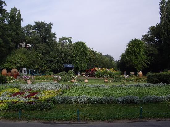 Cismigiu Gardens: Parc entrance from Bld Regina