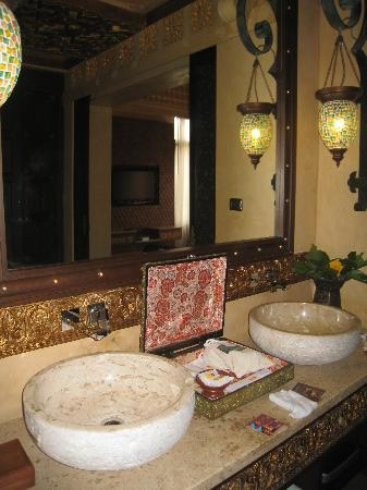 The Baray Villa: Bathroom