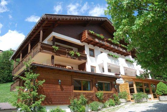 Hotel Monte Paraccia: l'Albergo Visto da Fuori