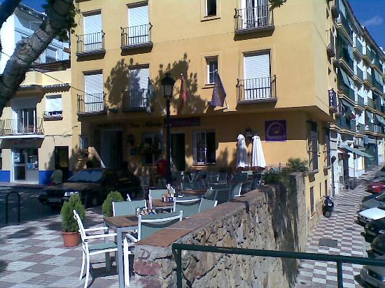 Hotel Don Alfredo: Front of hotel and terrace