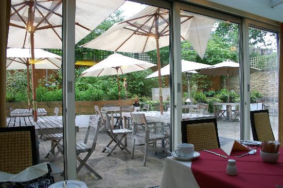โรงแรมเดอะพาร์คซิตี้: 朝食を食べた明るいレストラン