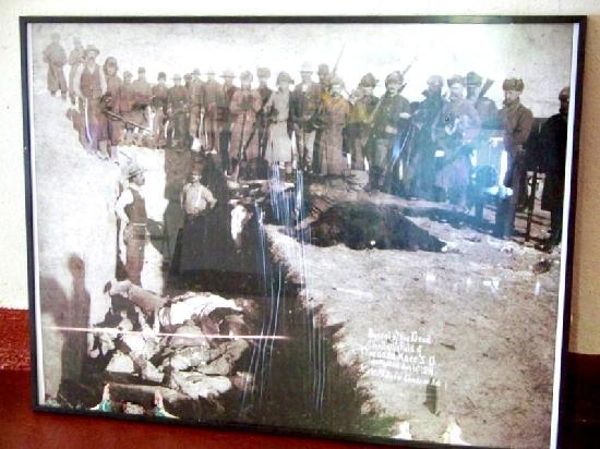 Wounded Knee, SD: Old picture of the massacre burial