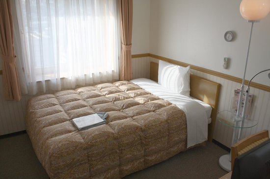 Toyoko Inn Busan No.1: Single Room - bed and window