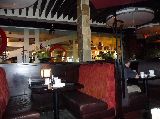 Sandman Hotel & Suites, Calgary Airport: Das Restaurant Moxie's