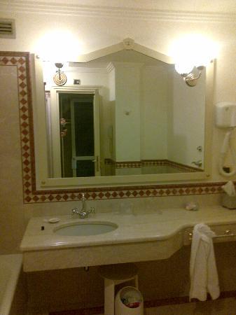 Hotel Auriga: Spazioso Bagno