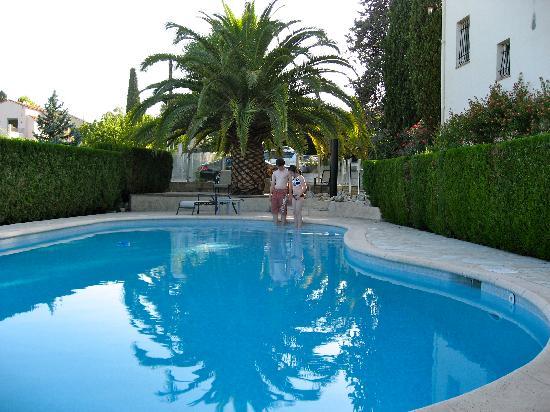 Ла-Коль-сюр-Лу, Франция: Jolie piscine