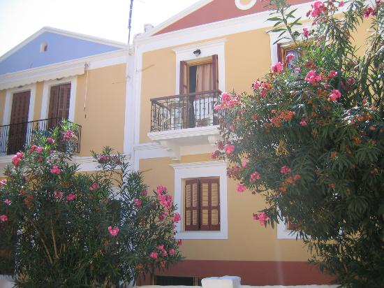 Gialos, Greece: les balcons