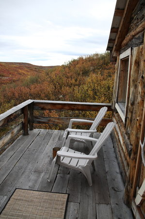 Denali Highway Tours: The deck is a great way to relax after hiking.