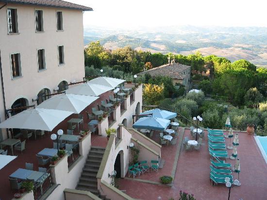 Park Hotel le Fonti: Les terrasses à l'arrière (pour les repas)