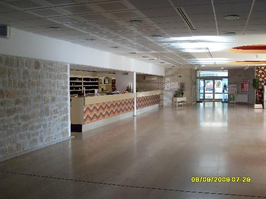Petrovac, Montenegro: Hotel Palas Reception area