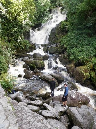 Fossa, Irlande : Torc Waterfall & Kilarney National Park nearby