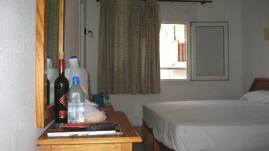Hostal Roca: Room 202