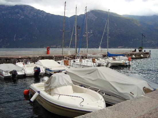 Hotel Royal Village: Limone boats