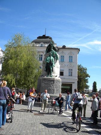 Hotel Emonec: Preseren statue in Preseren Square - Ljubljana, Slovenia