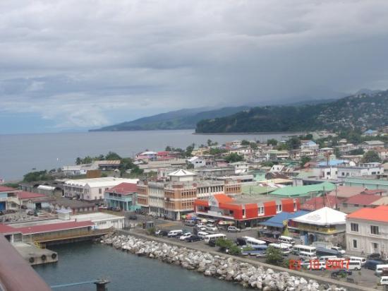 Dubique: Dominica. Escuchamos hablar Criol (Papiamento frances) en teoria el mismo de New Orleans.