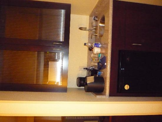SpringHill Suites Colorado Springs South: MIcrowave and small refridgerator