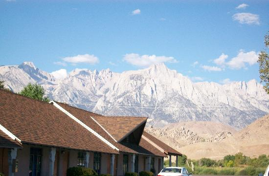 Best Western Plus Frontier Motel: View of Mt. Whitney and eastern Sierras mountains