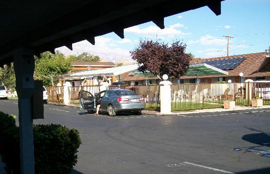 Best Western Plus Frontier Motel: Pool area