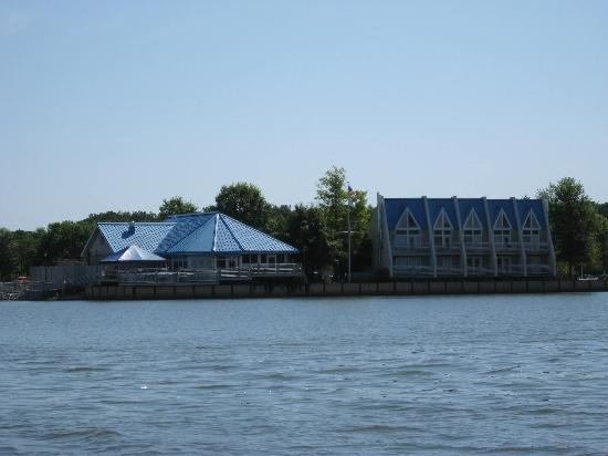 Whittington, IL: Resort from the Lake (Boatels on Left, Cabins on Right)