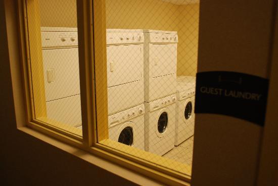 Staybridge Suites near Hamilton Place: Guest Laundry