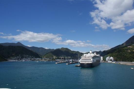 พิกตัน, นิวซีแลนด์: Picton!  ~Photo courtesy of Celine~