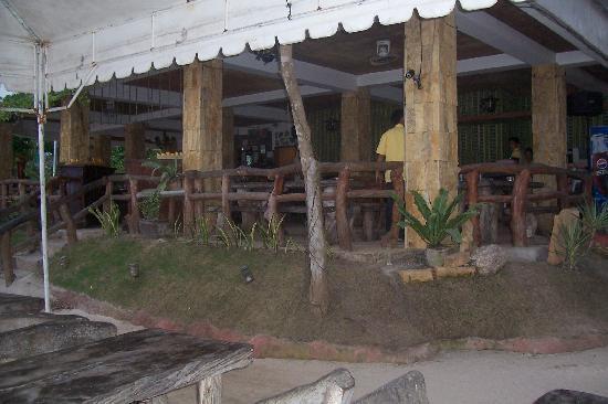 Dumaluan Beach Resort: resort's resto