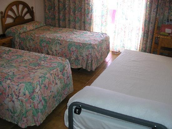 Parasol Garden : habitación con cama de niño
