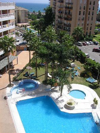 Parasol Garden : vista de la habitación, mar y piscina
