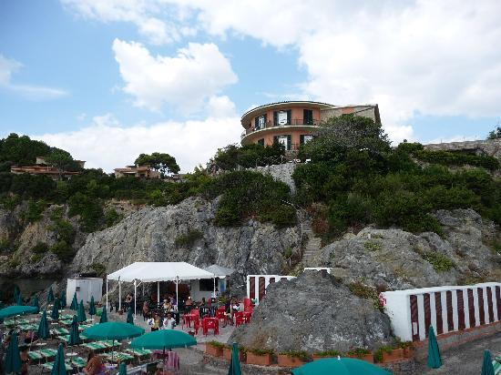Hotel Capo d'Uomo: The beach and Hotel Campo D' Uomo