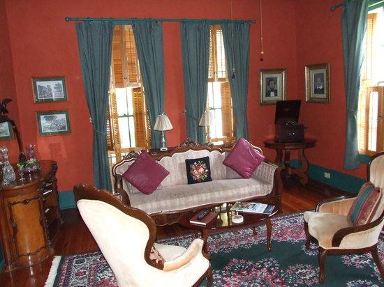 Brady Inn: lounge