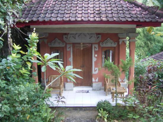 Grya Sari - the Bali Hot Springs Hotel: bungalow at ground level