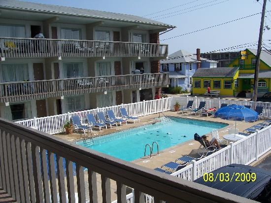 Oceanus Motel: view of pool from our room