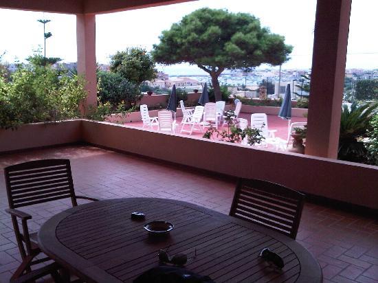 Residence Villa Giulia: Vista del porto dal portico del nostro appartamento