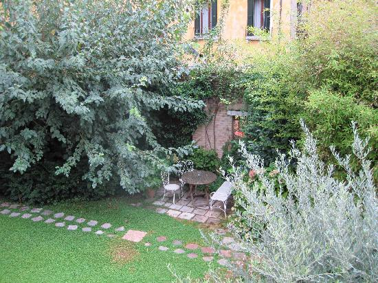 Oltre Il Giardino: View from room