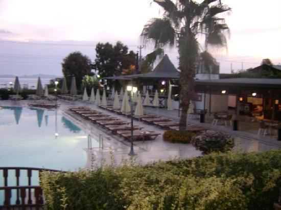 Golden Beach Hotel: la 2ème piscine