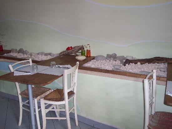 La Gallina liberata: i tavolini