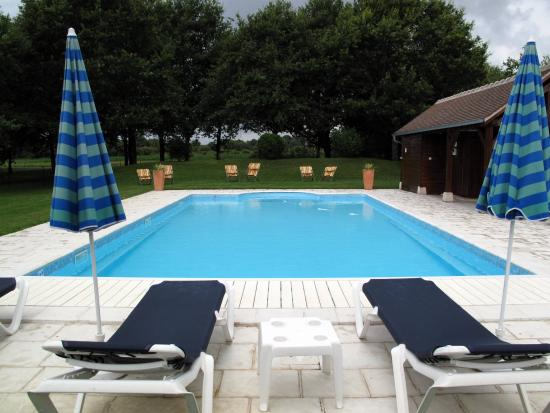 La Ferte-Saint-Aubin, Frankreich: The heated pool