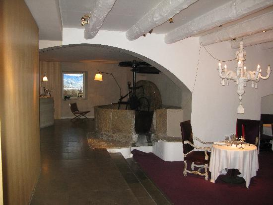 Le Moulin de Mougins: Reception and a table of the restaurant