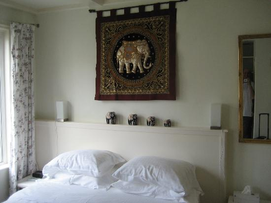 Maes B & B: Big Comfortable Bed