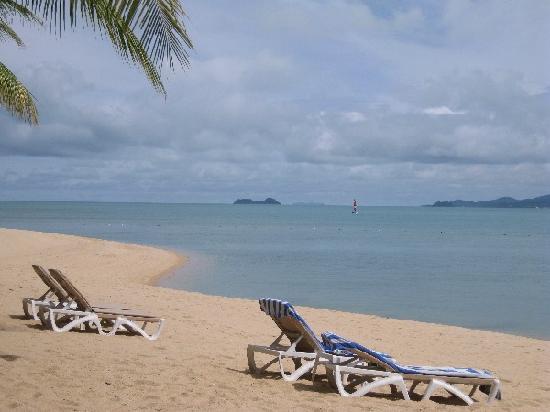 Santiburi Beach Resort & Spa : beach