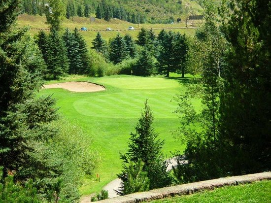 Vail Golf Club : Quite a drop off on this hole.