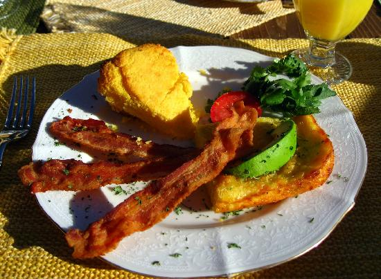Country Sunshine Bed and Breakfast: Yummy Breakfast on the porch