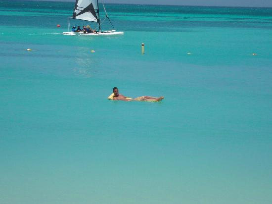 Hyatt Regency Aruba Resort and Casino: Floating devices for pure relaxation