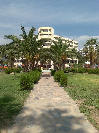 Holiday Resort Hotel: the hotel
