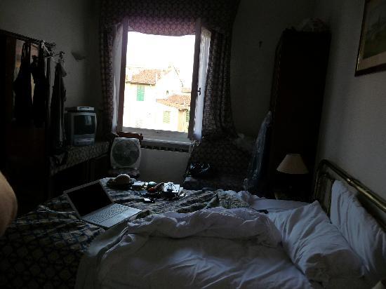 Hotel Souvenir: Entire room