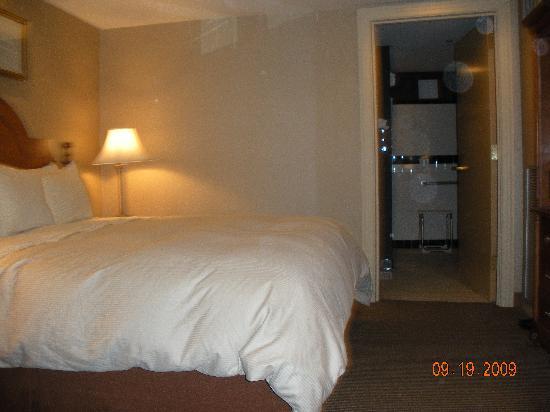 Ambassador Hotel: Spatious room.