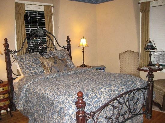 Morrill Mansion Bed & Breakfast: The McGuire Room