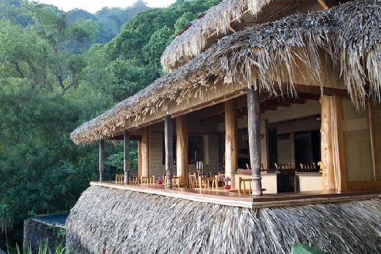 Laguna Lodge Eco-Resort & Nature Reserve: Open-air restaurant