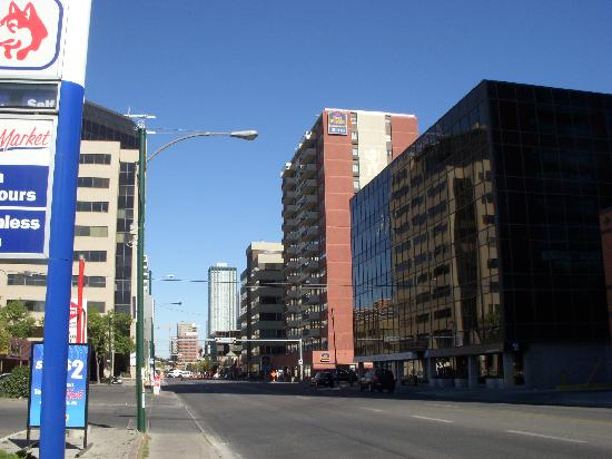 Best Western Plus Suites Downtown : Hotel from the street
